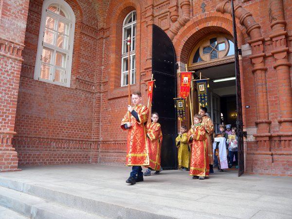 Детский крестный ход на Антипасху в нашем храме.