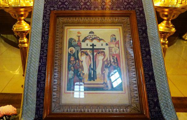 В канун праздника Воздвижения Креста Господня в храме прп. Василия Исповедника у Рогожской заставы совершили всенощное бдение.